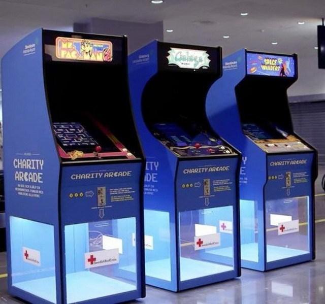 coisas bizarras, três máquinas azuis para caridade