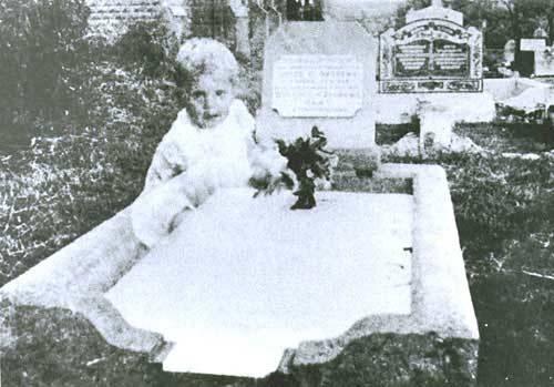 bebê túmulo