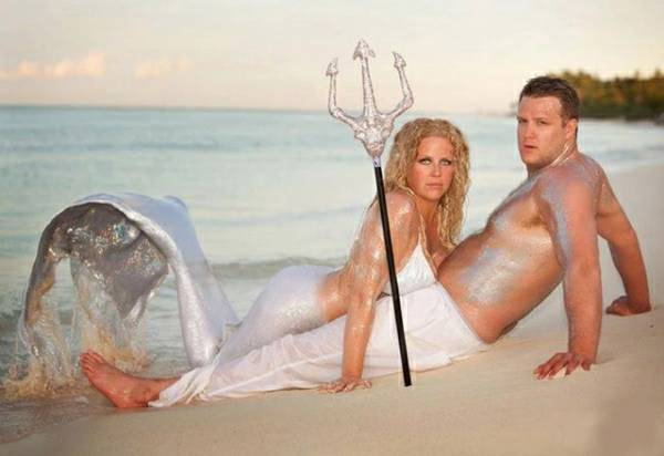 casal sensualizando na praia