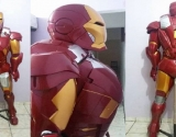 Dupla de brasileiros constrói a armadura do Homem de Ferro