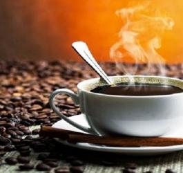 Beber café quente pode causar câncer no esôfago
