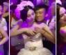 Convidados pagam para tocar os seios da noiva em uma festa de casamento na China
