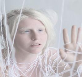 Fotógrafo captura a hipnotizante beleza de pessoas albinas